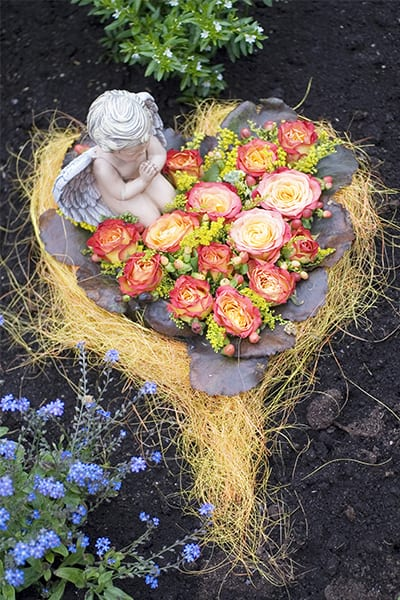 garden burial 3